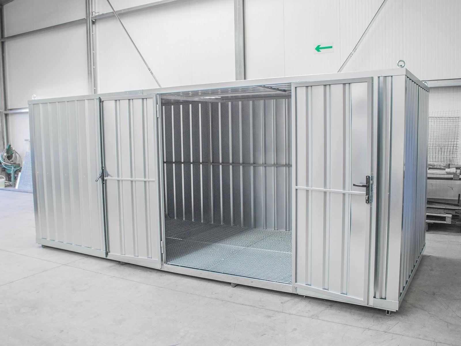 Specjalistyczny kontener do przechowywania środków ochrony roślin wewnątrz hali magazynowej